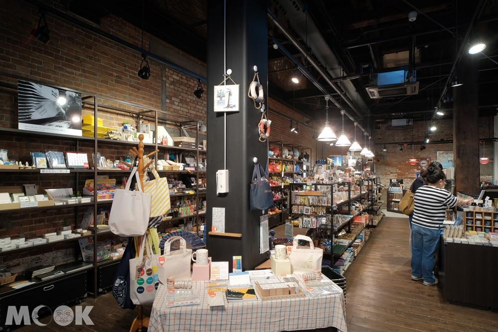 Nagasawa 神戶煉瓦倉庫店 - 店內有琳瑯滿目的獨特文具與雜貨