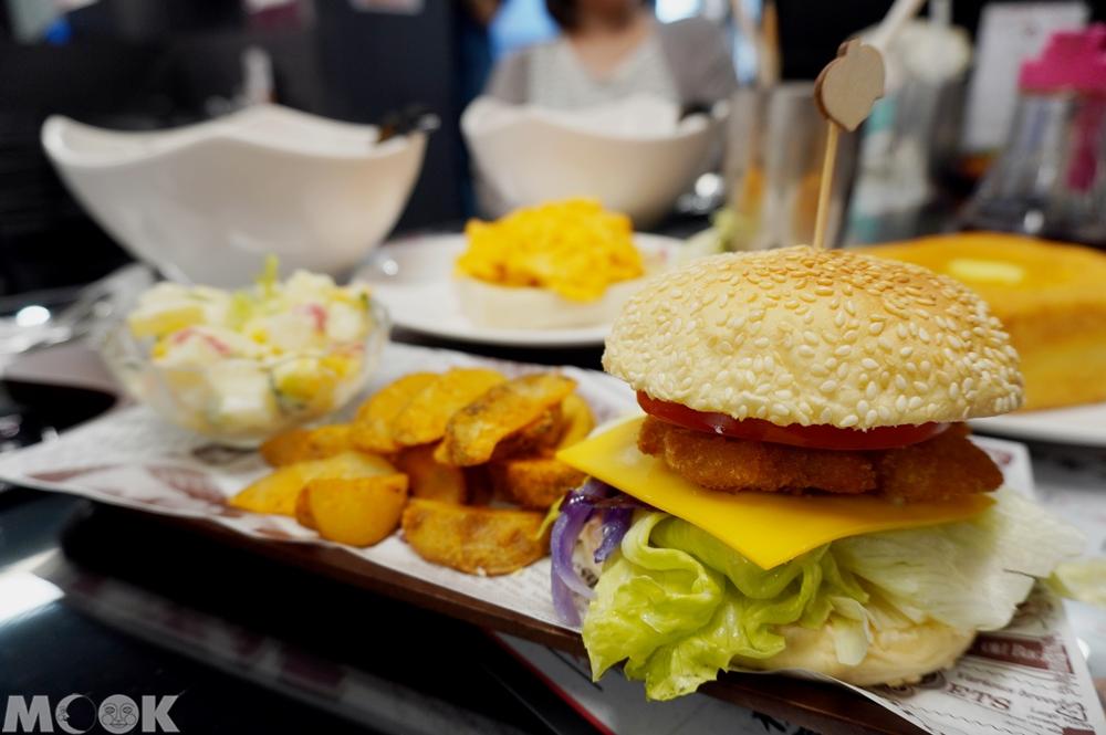 台灣台北市 大安區 忠孝敦化站 華星冰室 非一般魚柳堡