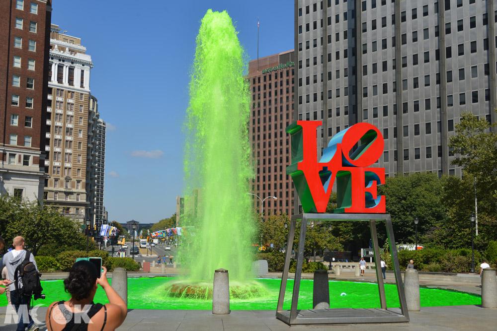 費城甘迺迪廣場內的Love雕塑