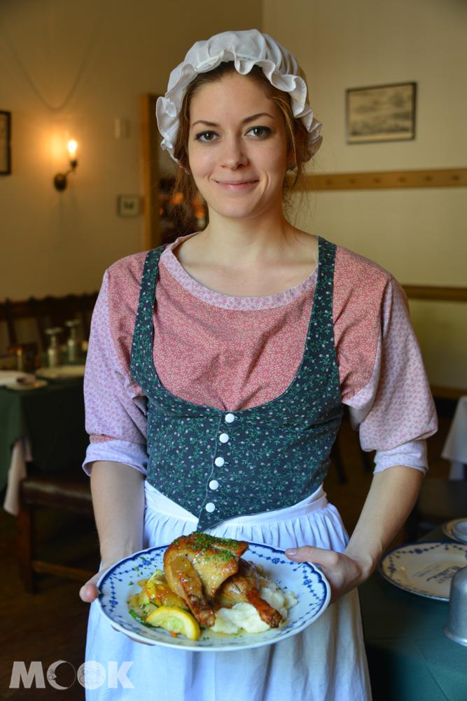 費城City Tavern的古裝服務生與古典菜