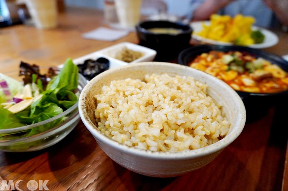 台灣台北市 忠孝敦化站 元禾食堂 有機糙米