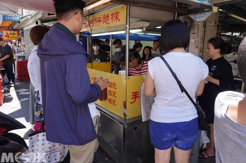 台灣台中市 西區 第五市場 樂群街蚵仔麵線