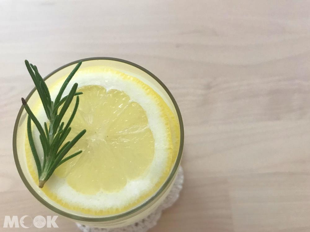 韓系咖啡廳January Couple的推薦飲料-檸檬可爾必思氣泡