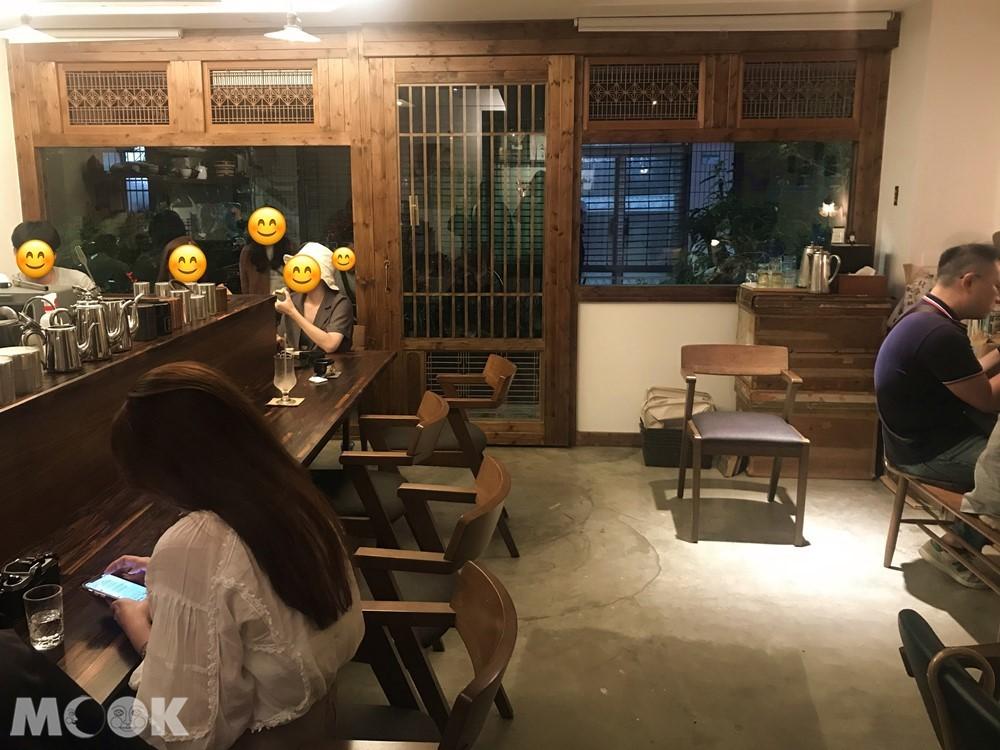 喫茶店香充滿日式風情的店內