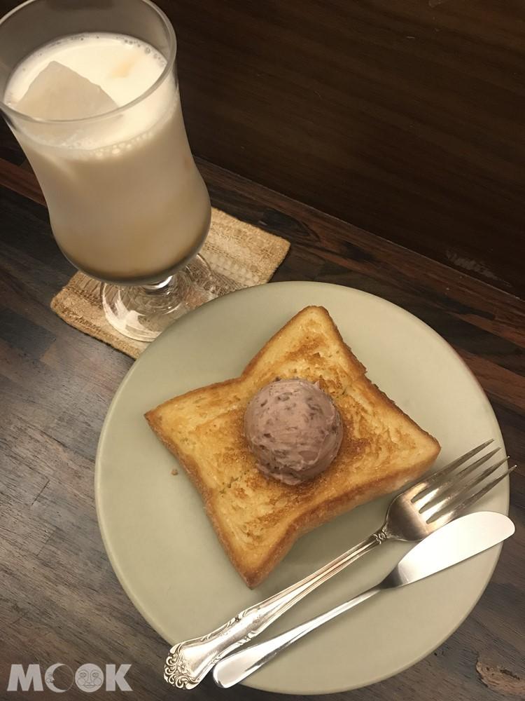 喫茶店香必吃的紅豆奶油吐司