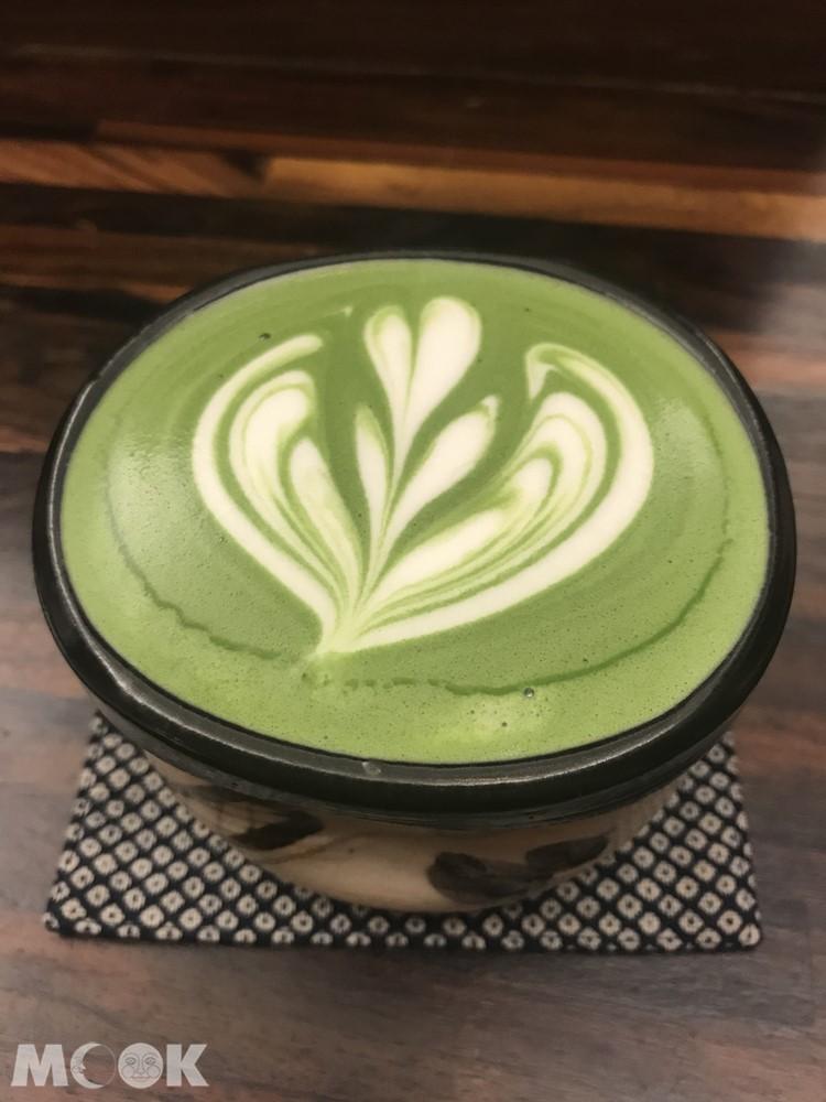 台北的日式喫茶店香的抹茶拿鐵