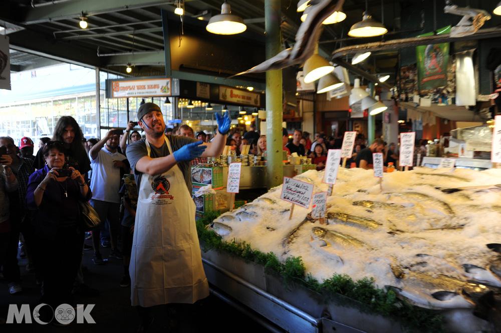 西雅圖派克市場的飛魚秀