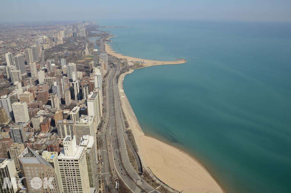從360 Chicago俯瞰密西根湖畔