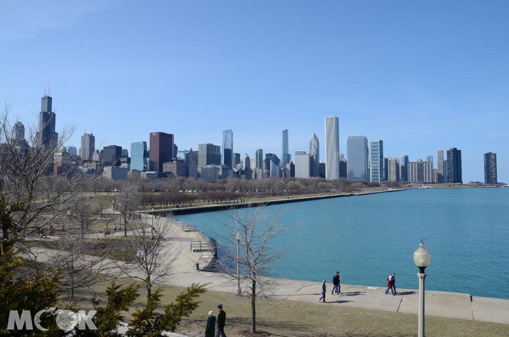 從寫第水族館看芝加哥天際線