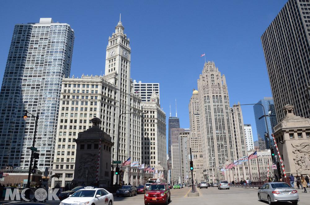 芝加哥市中心的箭牌大廈與論壇報大廈