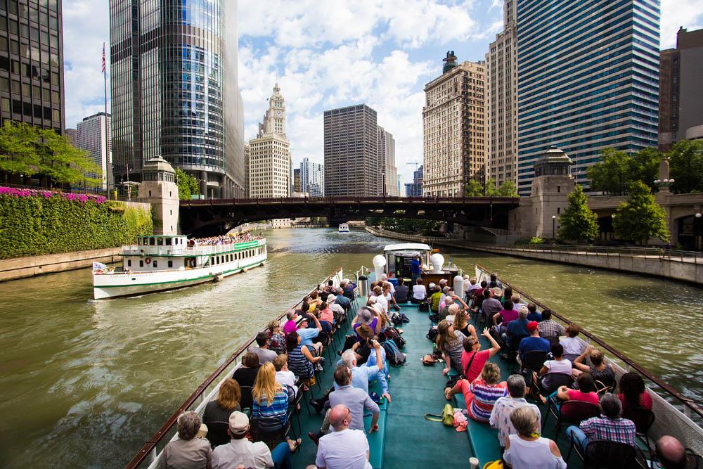 芝加哥運河上的觀光遊船
