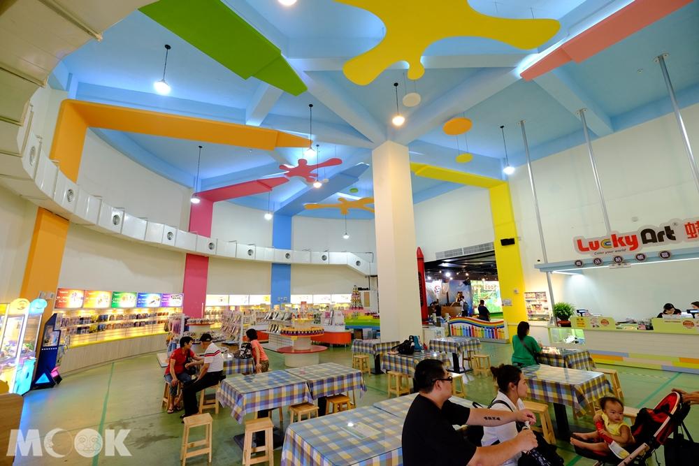 宜蘭 蘇澳 蜡藝蜡筆城堡 休息區跟商品區