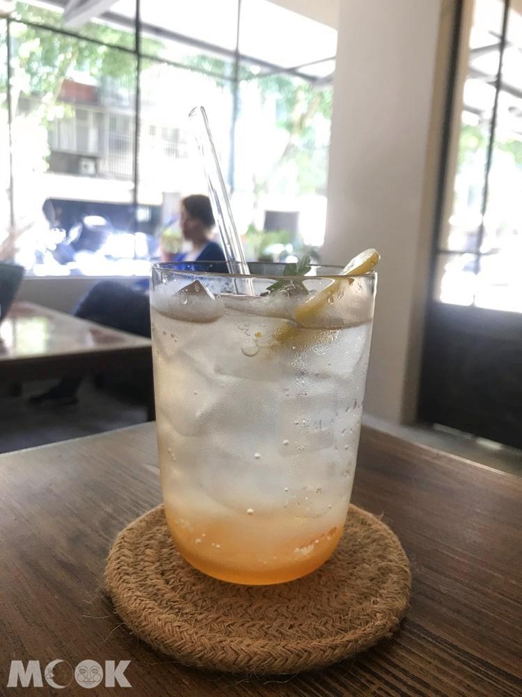 台北松山區民生社區素食咖啡廳oddfish的飲料