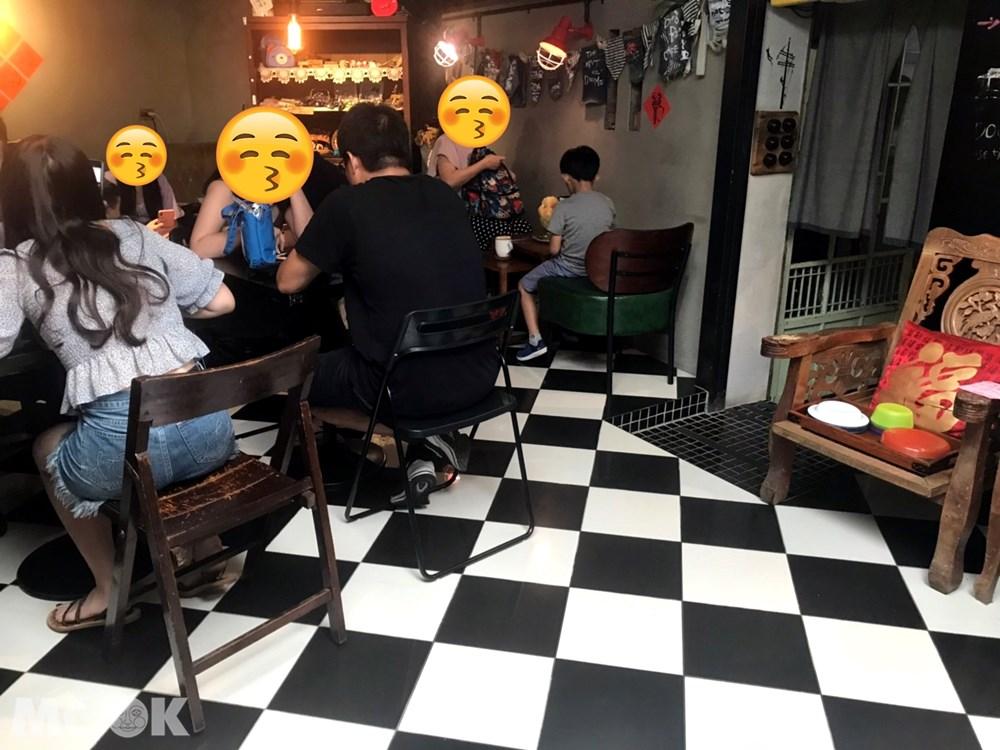 北台灣 宜蘭 礁溪 定邦咖啡 座位 店內