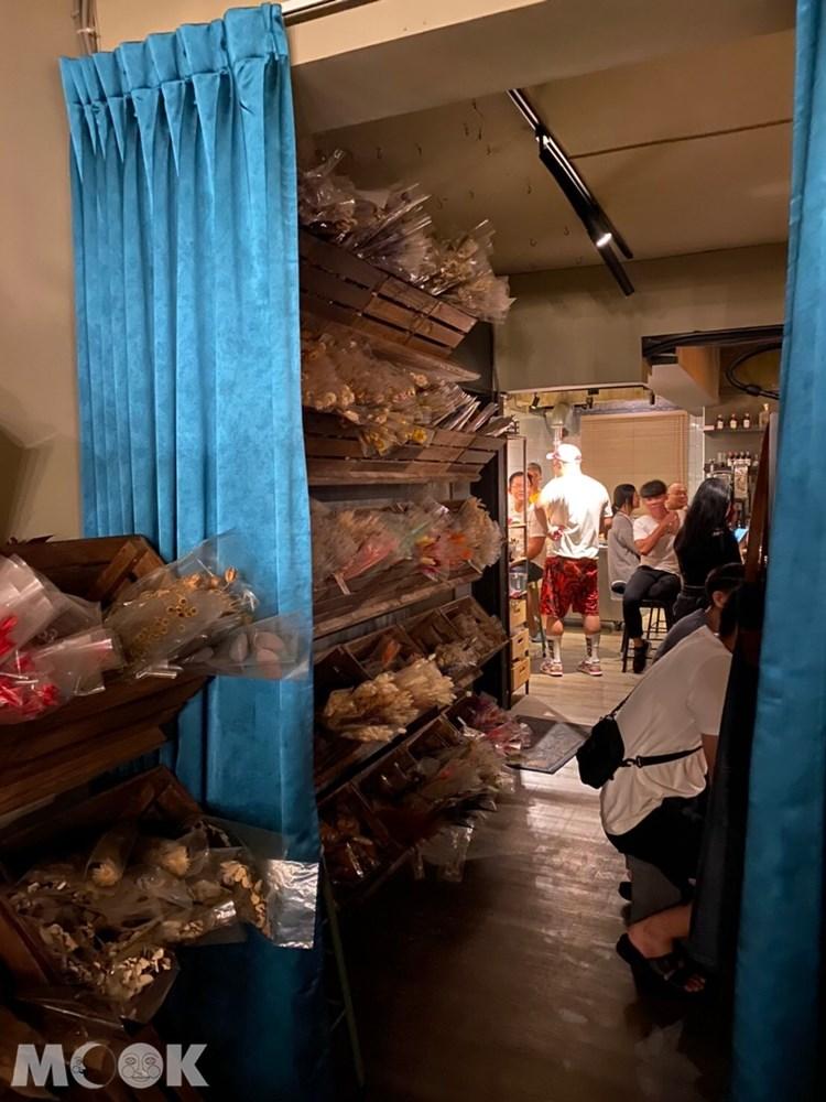台北 忠孝新生站 週末炸雞俱樂部 酒吧 內部 炸雞