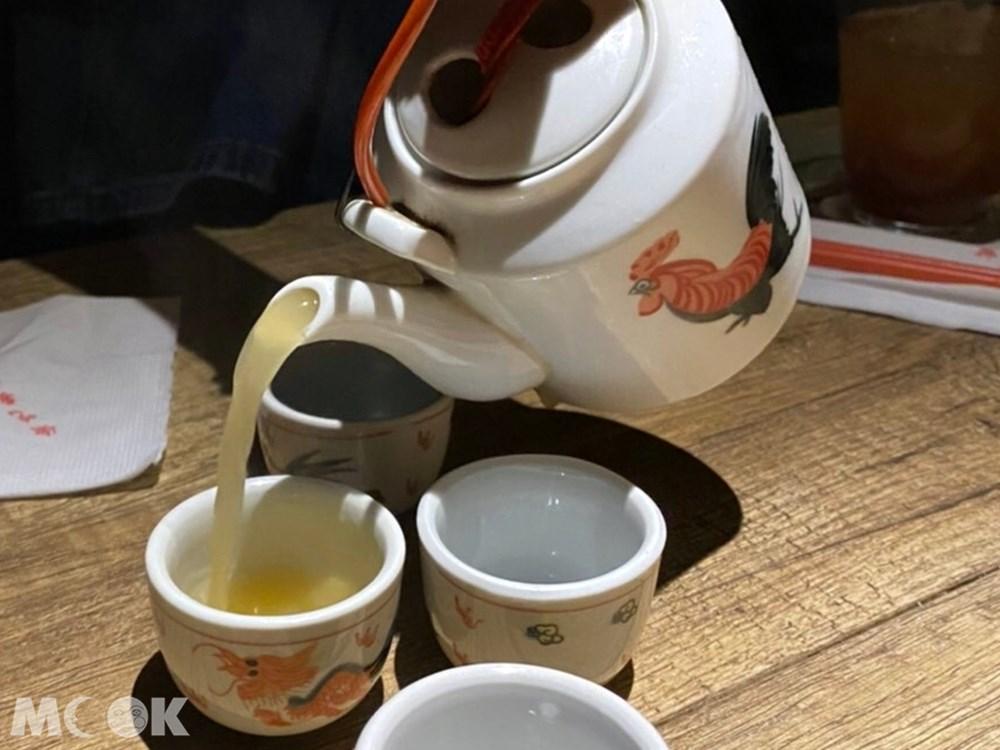 台北 忠孝新生站 週末炸雞俱樂部 雞白湯