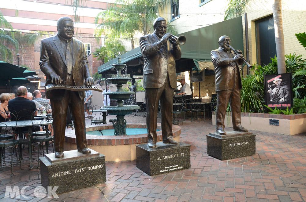 紐奧良法國區爵士樂手銅像
