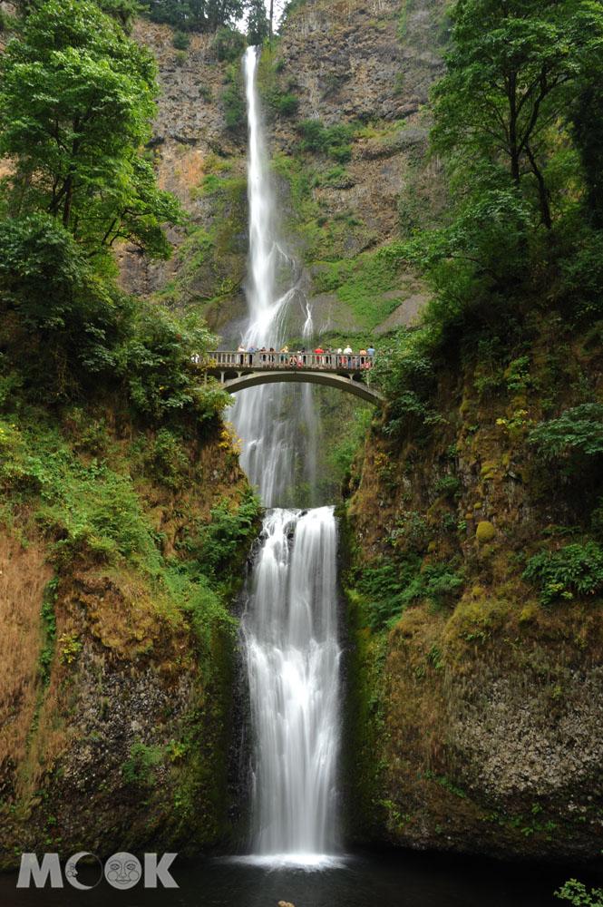 哥倫比亞谷地的默特諾瑪瀑布