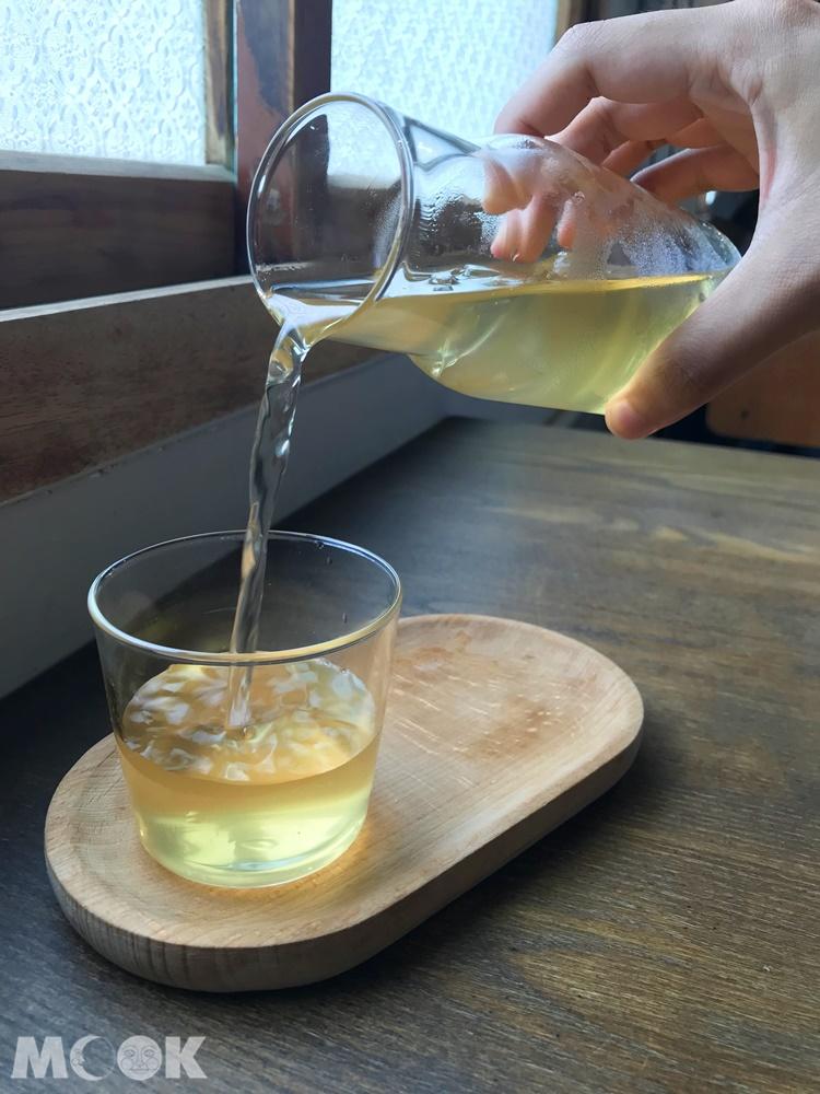 新竹微生咖啡廳的康普茶
