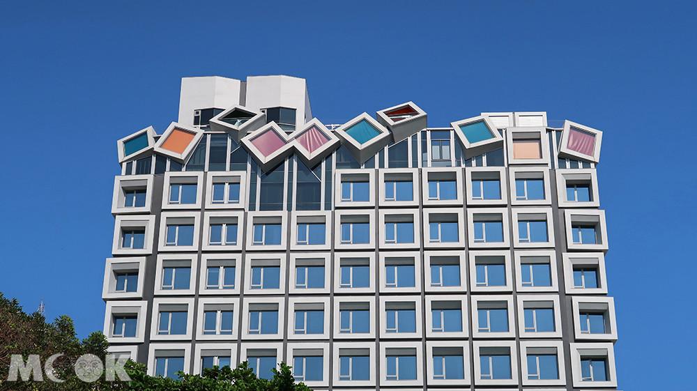 飯店最上層的幾何形狀房型,是視野最好的星空系列房型。
