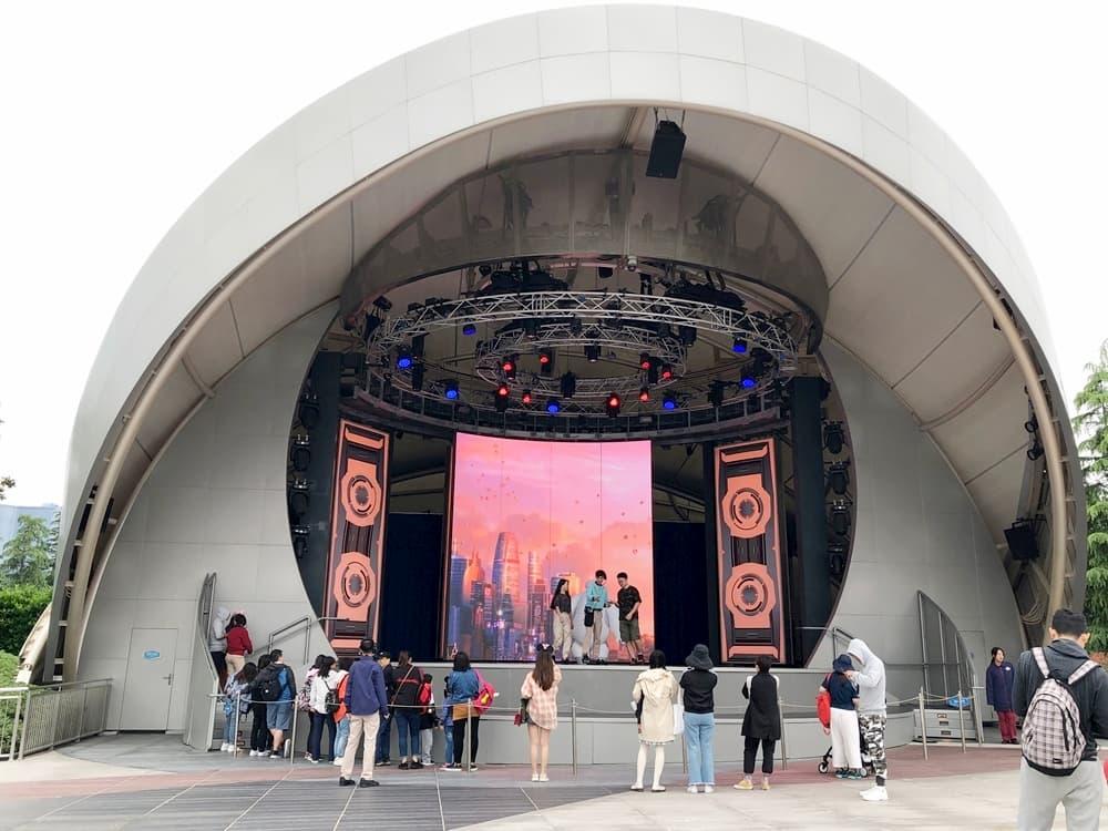 上海迪士尼樂園在E舞台五大白見面