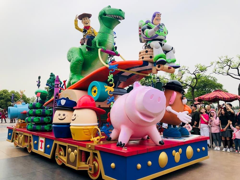 上海迪士尼米奇童話專列遊行
