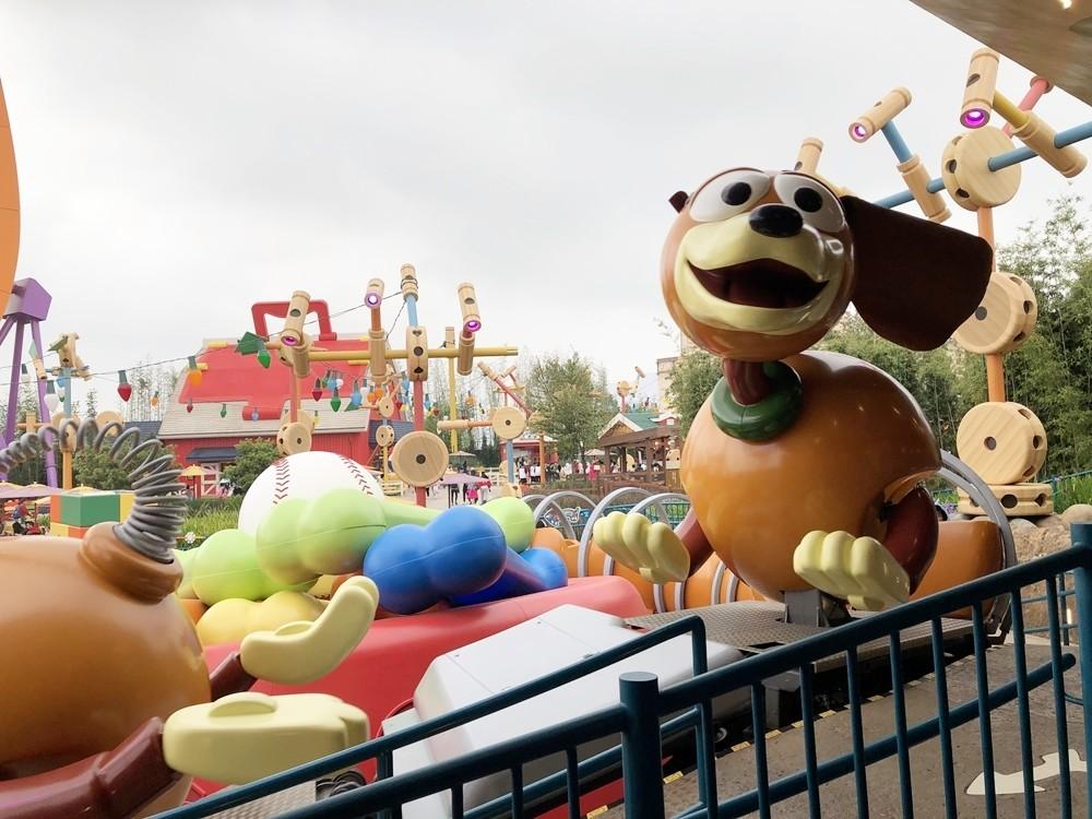 上海迪士尼彈簧狗團團轉
