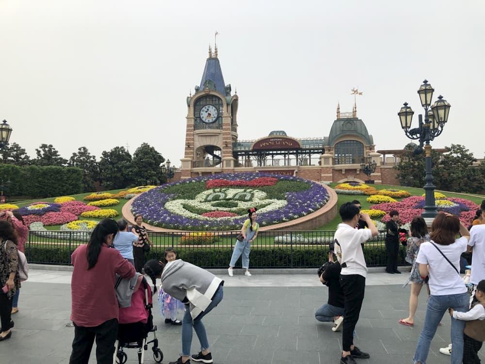 上海迪士尼門口,米奇花圃